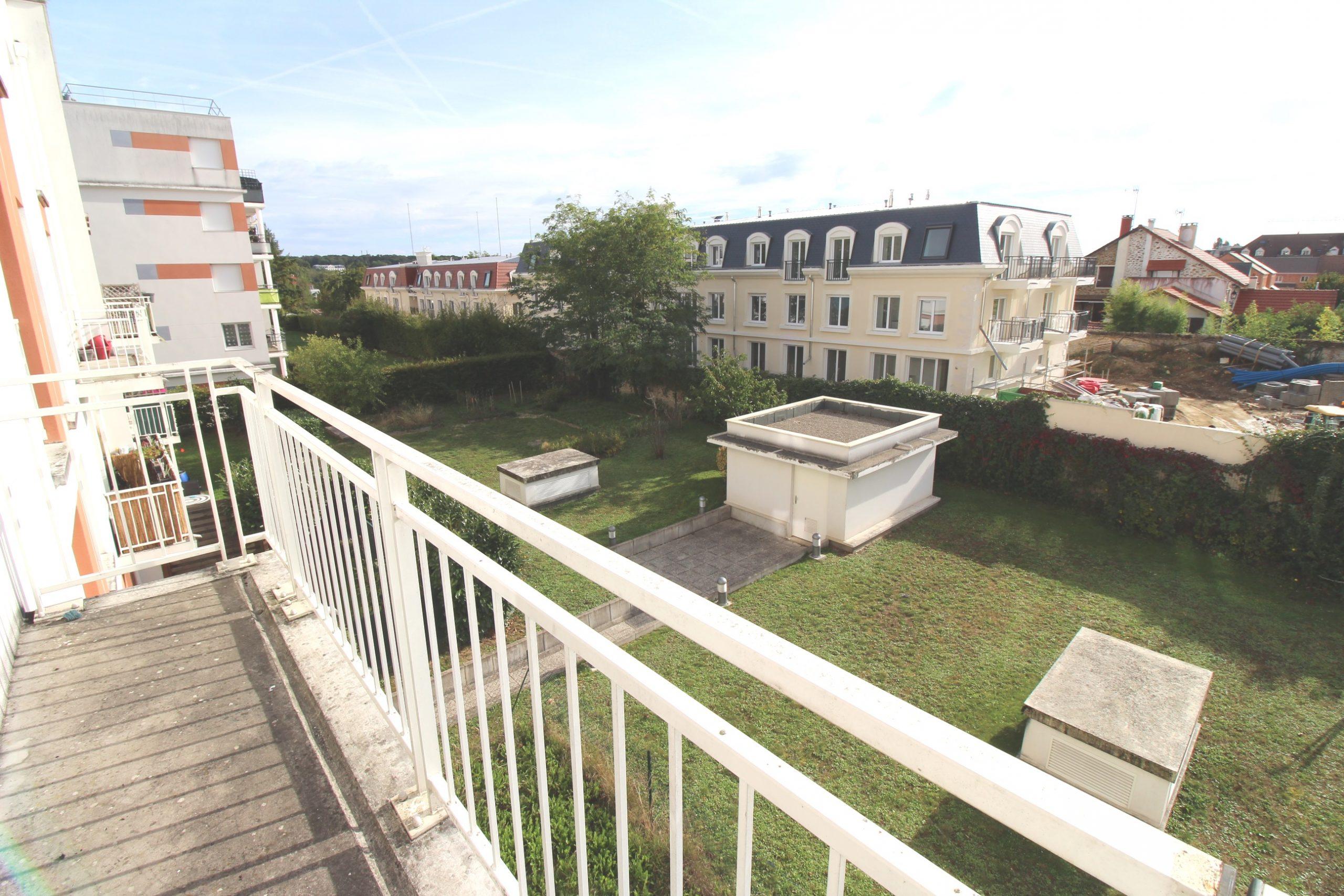Saint-Fargeau-Ponthierry: Bel appartement 2 pièces avec Balcon et 2 stationnements.
